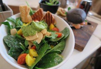 Per proteggere cuore e arterie ci aiutano banane, avocado e spinaci