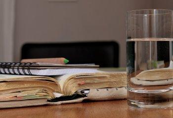Sindrome da rientro? Bastano 8 bicchieri d'acqua al giorno