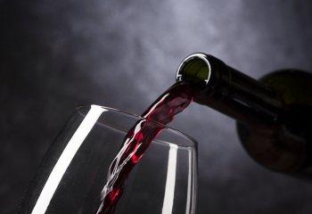 Troppo alcol in quarantena danneggia sistema immunitario