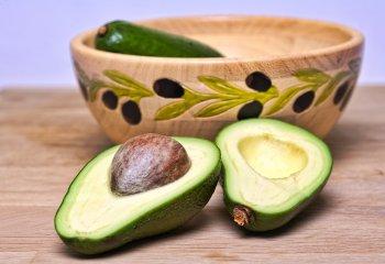 Un avocado al giorno toglie il colesterolo cattivo di torno