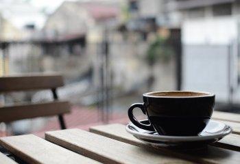 Più tazzine di caffè non aumentano il rischio di cancro, ma cuore a rischio