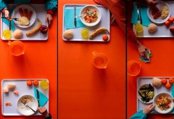 Mense scolastiche: ecco come dovrebbero mangiare i bambini
