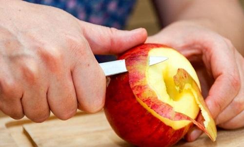 sbucciare frutta