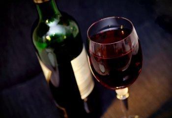 Il vino rosso protegge l'intestino, combatte l'obesità e il colesterolo cattivo